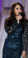 Aishwarya Rai speaks on stage at 2013 Life Ball.PNG