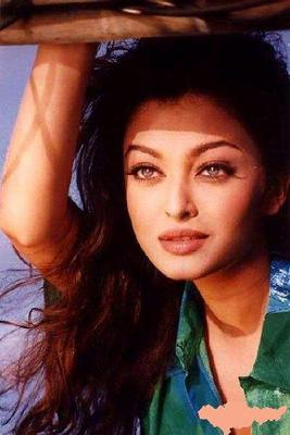 Aishwarya Rai wear a green flowery shirt