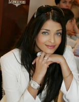 Young Aishwarya Rai photos with her long straight hair and long side bangs.PNG