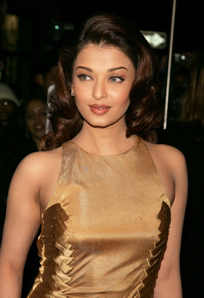 Aishwarya Rai in her sexy golden gown with big soft curly hairstyle