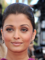 2013Aishwarya picture with tight updo and pulled back bang.PNG