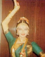 Aishwarya Rai as young lady dancing
