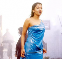 Hot Aishwarya Rai pictures_she in the rain wearing her pretty Indian outfit.PNG