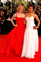 Aishwarya Rai and Elizabeth Banks on red carpet in their beautiful gowns.PNG
