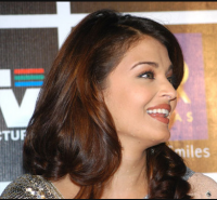 Aishwarya Rai with wavy hairstyle pictures.PNG