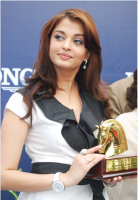 Aishwarya Rai ad picture_she holding a trophy.PNG