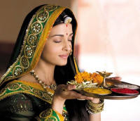 Aishwarya Rai movie images holds spices plate.PNG