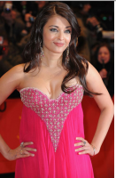 Close up picture of Aishwarya Rai in her bright gown on the red carpet with her sexy hair.PNG
