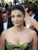 Aishwarya Rai updo hairstyle photo in her green gown.PNG