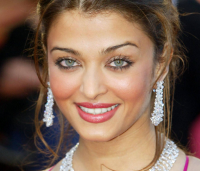 Aishwarya Rai with simple updo hairstyle photo.PNG