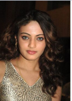 Picture of young Aishwarya Rai with curls.PNG