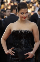 Aishwarya Rai in black grown at the Palais des Festivals 2010 in Cannes, France.PNG