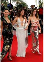 Hot actresses on the carpet.PNG