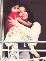 Newest picture Aishwarya Rai daughter.PNG