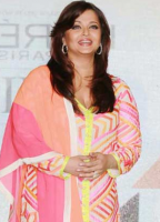2012 Aishwarya picture in her pink, orange and yellow Indian outfit.PNG