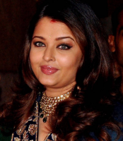 2013 Aishwarya pictures with long srtaight with curly ends hairstyles and long side bangs.PNG